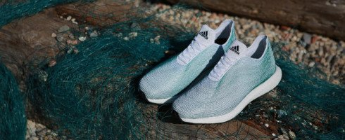 Des vêtements et chaussures à base de déchets trouvés dans l'océan : une idée à double tranchant