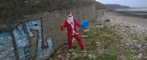 Nettoyage à Wimereux – Les Boucaniers : Le Père Noël n'est pas une ordure, il les nettoie !
